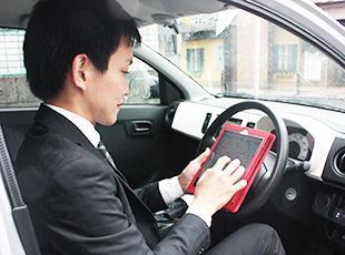 営業スタッフに1台ずつ支給されているiPad。業務やスケジュール管理、上司への報告もこの1台で行います。