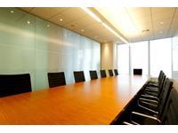 グローバルな視点からの幅広いコンサルティングを手掛けるだけでなく、自社の海外進出にも着手。
