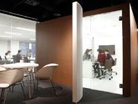 専門性の高い人材が集まり、MTGを重ね、「効くデザイン」を実現していきます。