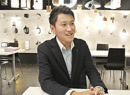 「仕事の面白さと居心地の良さで、今年で10年目になります」/東京販売部 販売2課 課長代理 関根