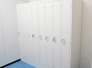 移転したばかりのオフィスには更衣室を完備!社員の声を拾い上げ、より良い環境をつくっていきます!