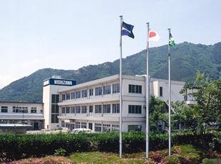 長野にある株式会社西澤電機計器製作所の本社。緑豊かなほのぼのとした環境に癒やされます。