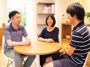 カフェスペースはミーティングの他、ランチやピザパーティーなど、憩いの場としても使われています。