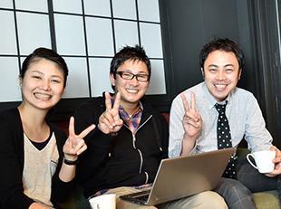 笑顔にあふれたオフィスも私たちの自慢です。リラックスして業務をスタートできる環境です!
