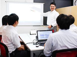 帰社日には、社内システム開発や自社サービスの企画、勉強会などを行っています。