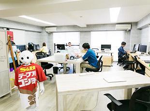 ソフトバンクロボティクスのPepperを活用し当社が独自に実施しています。
