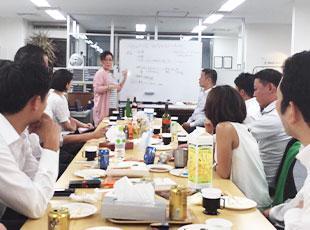 勉強会やカンファレンスでは、社員同士の結束も高まります。
