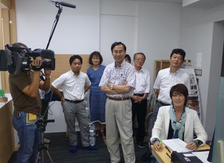 昨年末放送の「超絶 凄ワザ!」(NHK)に出演時の一枚。部署の垣根を越えて全員が社内実験に参加。