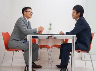 後輩が悩んでいれば、相談に乗って、アドバイスする。こうした後輩想いの先輩が多いのも当社ならではです。