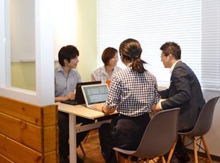 受託案件、自社サービスなど、自社内での開発案件も多数