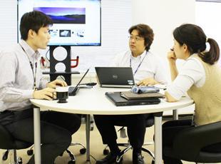 プロジェクトにはチームで参画しているので、コミュニケーションが取りやすい環境です。