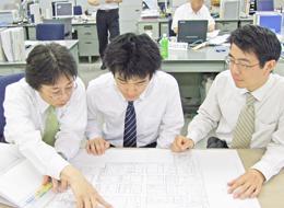 グループの海外展開も背景に、現在設備投資が盛んに行われているため、中期計画でも黒字を見込んでいます。