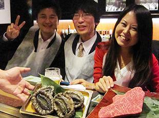 社員の誕生日には豪華ディナーにご招待!鉄板焼きや高級寿司など。ほかにもゴルフ招待もあります!