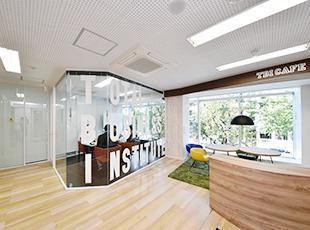 本社オフィスの風景!清潔感あふれるクリーンなオフィスです。