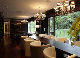 内装や家具など、細部にこだわったデザインも可能。意匠設計の醍醐味を存分に味わえます。