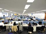 社内は広々としており、部署間の連携もしやすい環境です。