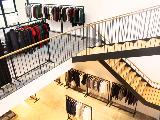 今年3月に東京・原宿にオープンした旗艦店。100坪超のブランド界最大店舗です。