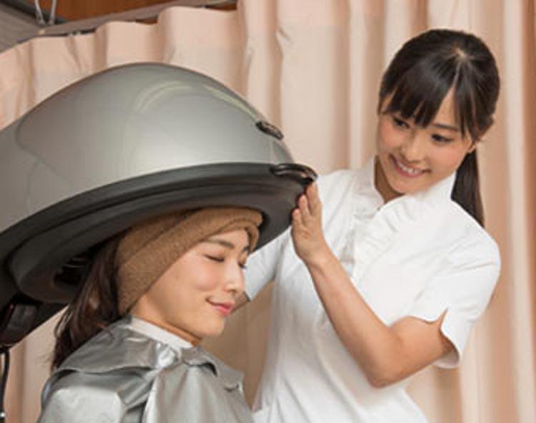 シャンプーや発毛のための施術を行うのがオペレーターのお仕事です。