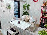 お客様との打ち合わせスペースは、「親友の家」をイメージしたアットホームな空間。安心して話せる雰囲気。