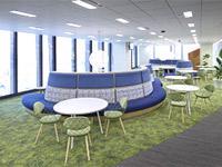 """2014年2月に移転した本社。長い時間でも""""快適に過ごせる場""""となることを重視したオフィス環境です。"""