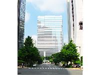 新宿院のある新宿アイランドタワー。駅からも近く通勤にも便利です。