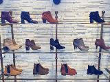 年7回の展示会に合わせ、シーズンごとに様々な靴を企画!流行の先駆人になってください♪