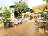 関東や関西など、全国に71店舗の飲食店を運営しています。