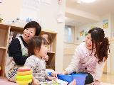 定員9〜15名、保育士一人につき3名程度の子どもたち。一人ひとりと深く関われます。