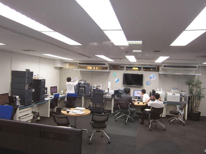 研究施設なども併設されている東京本社。ラボの中の様子です!