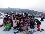 アウトドアサークルでは、冬にスノーボードに行きます!当社には、他にも色々なサークルがありますよ♪