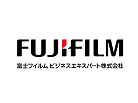 歴史ある企業ながら新たな挑戦を続ける富士フイルムグループ。そのグループを繋ぐ架け橋として活躍中です。